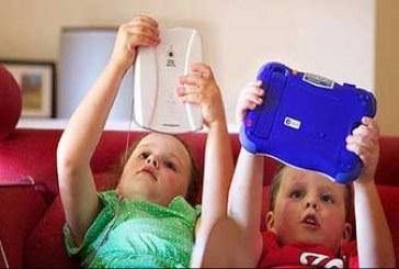 وابستگی کودکان به تبلت و گوشی هوشمند؛ چاره چیست؟